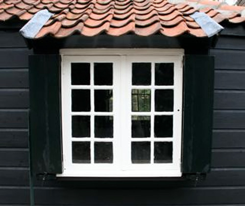 20 Het raam van Mondriaan gerestaureerd