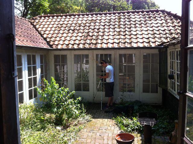 02-08-13 Binnenplaatsje (voor restauratie) tussen espinette en Mondriaan atelier